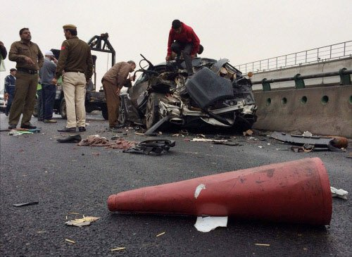 2 die, 20 injured as over 28 vehicles collide on Yamuna Expressway