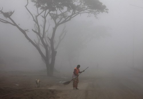 Fog disrupts 5 flights, 9 train services in Delhi