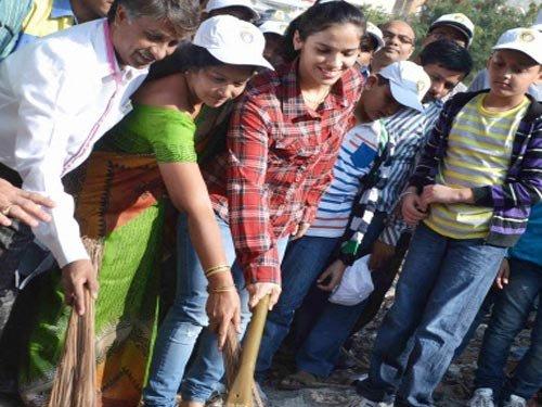 Ace shuttler Saina Nehwal joins 'Swachh Bharat' campaign