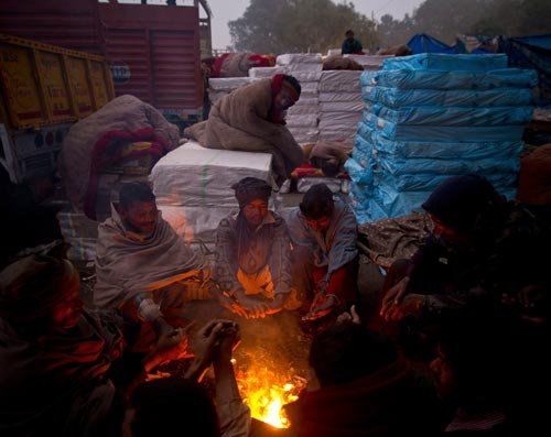 Northern India wakes up to a chilly and foggy Christmas