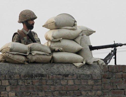 Pak army kills 20 militants near the Afghan border