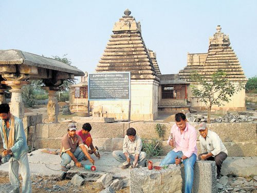 Muslim artisans  on a temple renovation mission