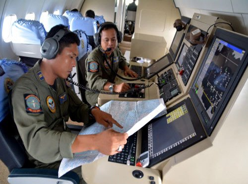 Indonesia resumes search for missing AirAsia plane