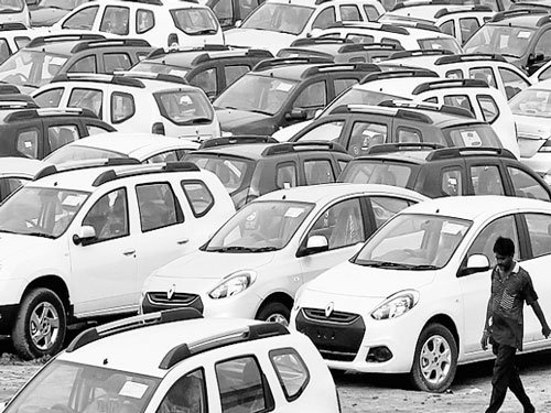 Automobile firms stretch sales mileage in 2014