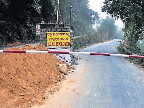 Nightmare for vehicular riders; hoteliers in a fix