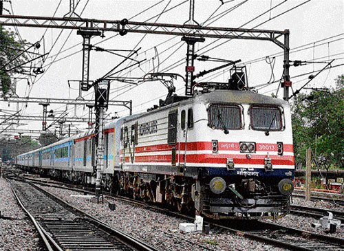 Dacoits loot train passengers of cash, jewellery