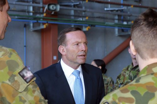 Aus PM visits Iraq, backs fight against IS