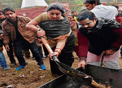 Irani wields broom for ABVP show