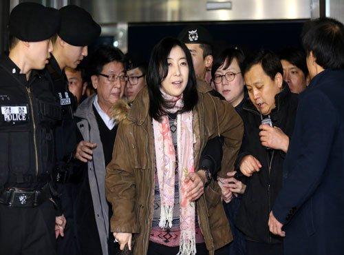 Seoul to deport author for 'praising' N. Korea