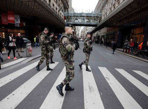 France works to avert new terror attacks, suspect hunted