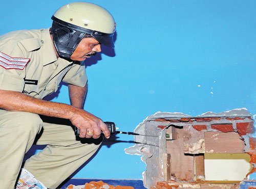 Burglars drill into jewellery shop, steal Rs 25 lakh worth of ornaments