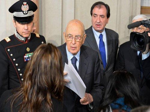 Italy's president Napolitano resigns kicking off election