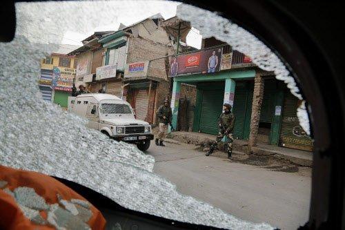 Policeman killed in Kashmir militant attack
