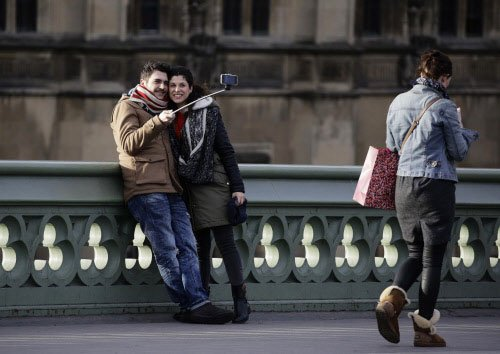 British music venues ban selfie sticks