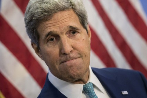 Kerry says freedom of press 'under siege'