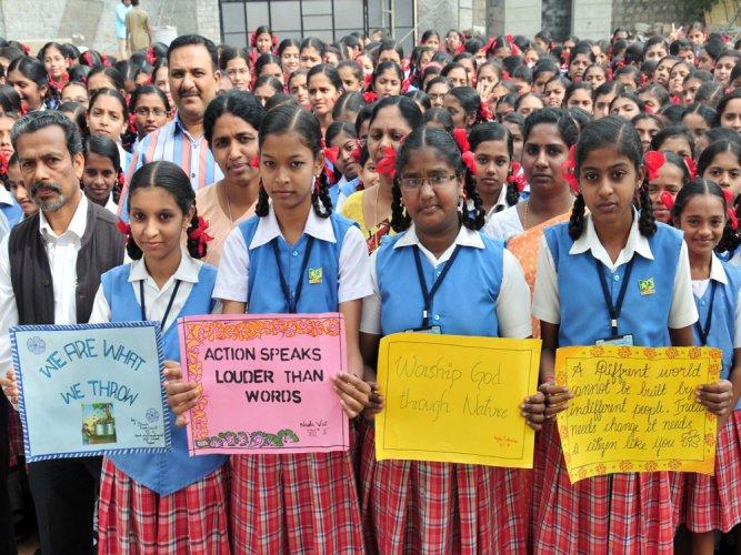 Amid Cong protest, 'Saraswati Vandana' held in civic schools