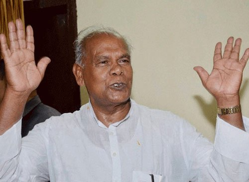 Manjhi refutes differences with Nitish