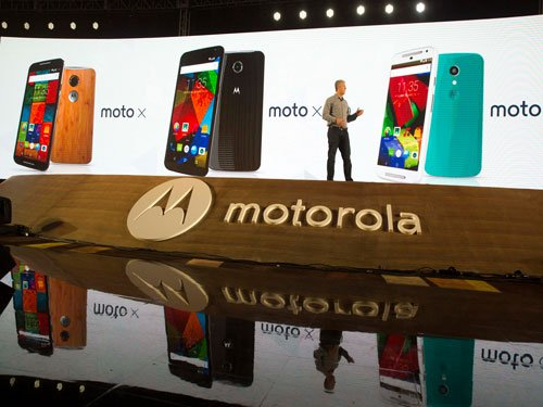 Motorola unveils 3 smart phones for return to China