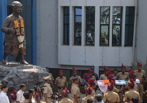 Laxman accorded state funeral; Maha govt to set up memorial