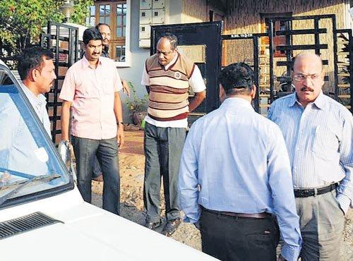 Lokayukta raids 5 officials, unearths Rs 4.6-crore assets