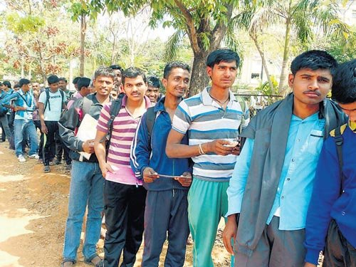 Youth make beeline for army recruitment rally