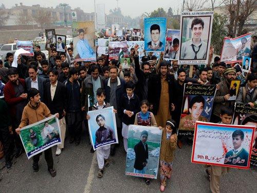 Parents protest slow probe into Peshawar school attack