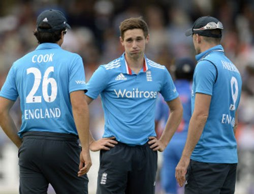 England win toss, to bowl