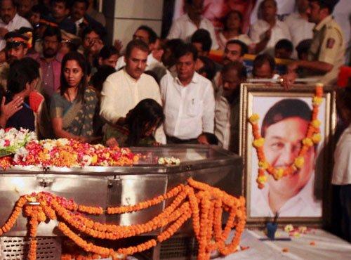 Tearful farewell to R.R. Patil
