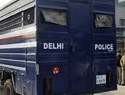 Police lay trap, catch five red-handed