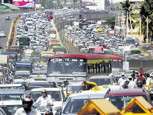 Must-see-spectacle spirit prevails amid torrent of vehicles