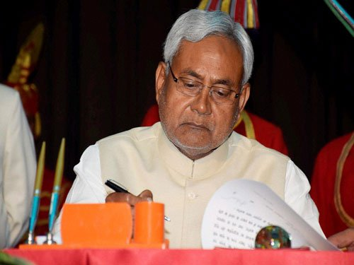 PM congratulates Nitish on becoming CM