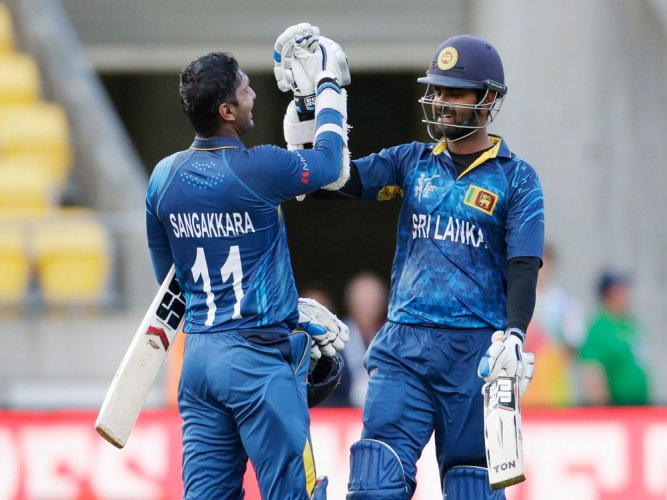 Lankan lions tear apart England