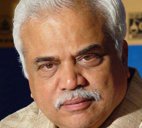 HCstays proceedings against Deshpande