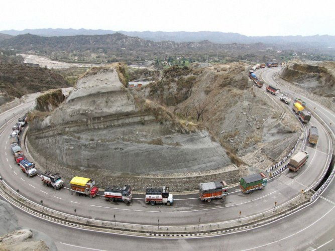 Jammu-Srinagar highway restored for one-way traffic