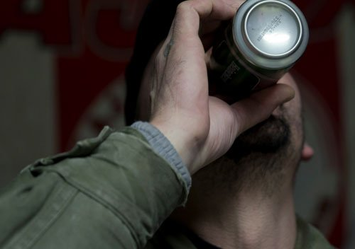 Alcohol intake peaks at age 25: study