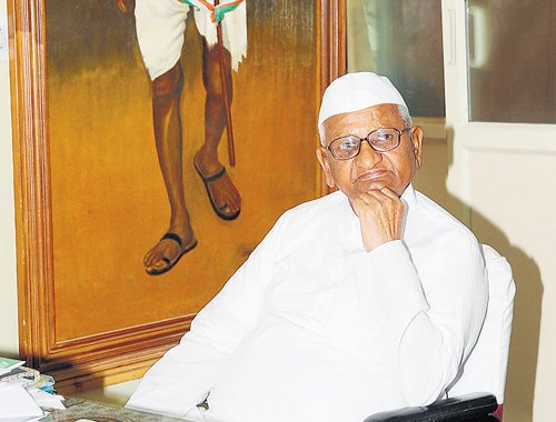 Hazare asks parties to unite in RS against Land Bill