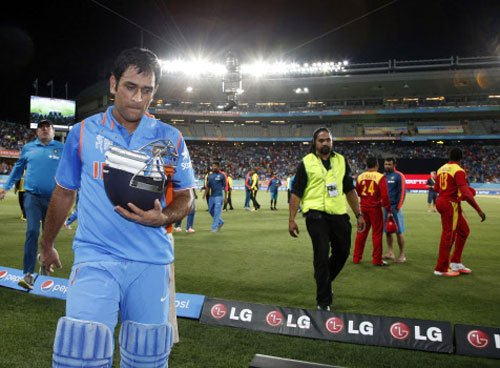 Dhoni jumps two places to 8th in ODI batting chart