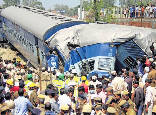 38 killed, 150 injured as train derails in UP