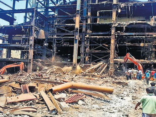 3 killed as portion of KIOCL plant collapses