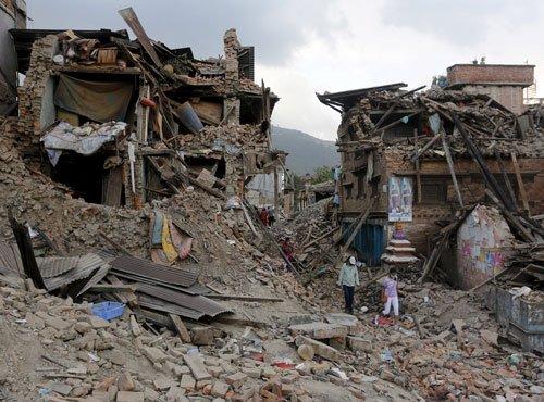 Nepal quake toll climbs to 7,040