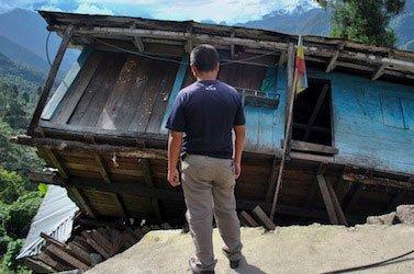 Quake sows panic in Papua New Guinea, tsunami threat passes