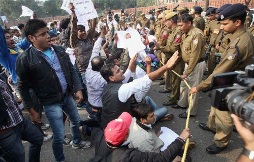 J-K Congress protests against 'unholy' alliance