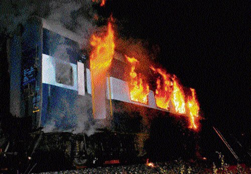 14 injured in explosion in local train in West Bengal