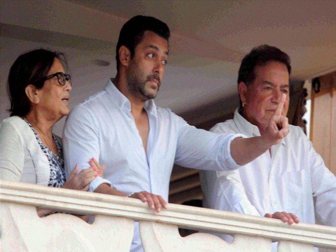 Salman Khan resumes shooting in J&K