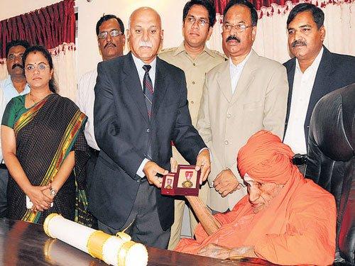 Padma Bhushan conferred on Siddaganga seer