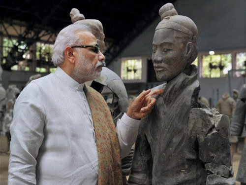 PM visits Terracotta Warriors Museum in Xi'an