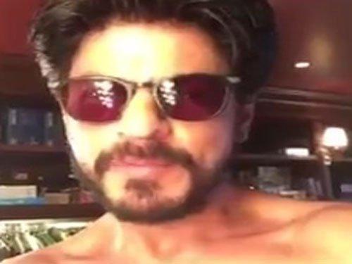 SRK goes shirtless for 13 mn Twitter followers