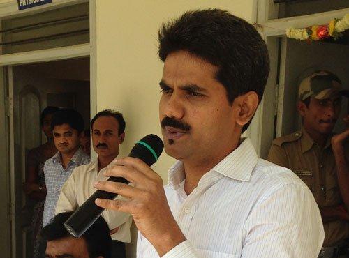 IAS officer's death, BJP slams 'dirty tricks' of Karna govt