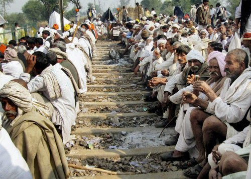 Gujjar quota stir enters day 2, leaders reject govt talk offer