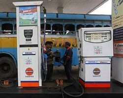 Cong accuses NDA govt of looting people by hiking fuel price
